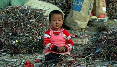 E-Waste-chinese-child-sits-amongst-e-waste